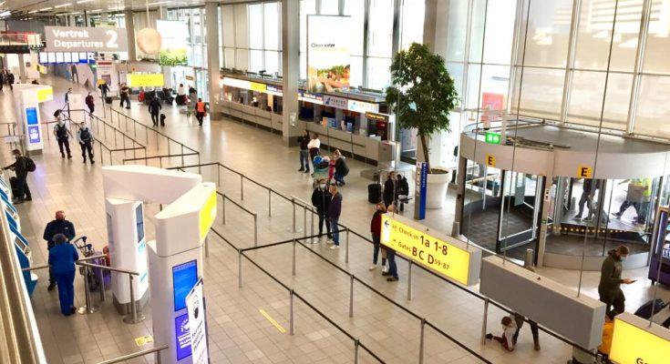 Nederlandse luchthavens verwerken driekwart minder reizigers