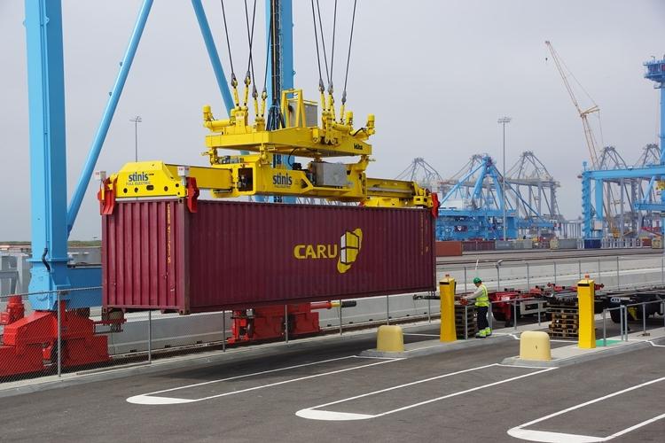Rotterdam houdt Curaçaose politieagent aan vanwege drugsnetwerk in de Rotterdamse haven