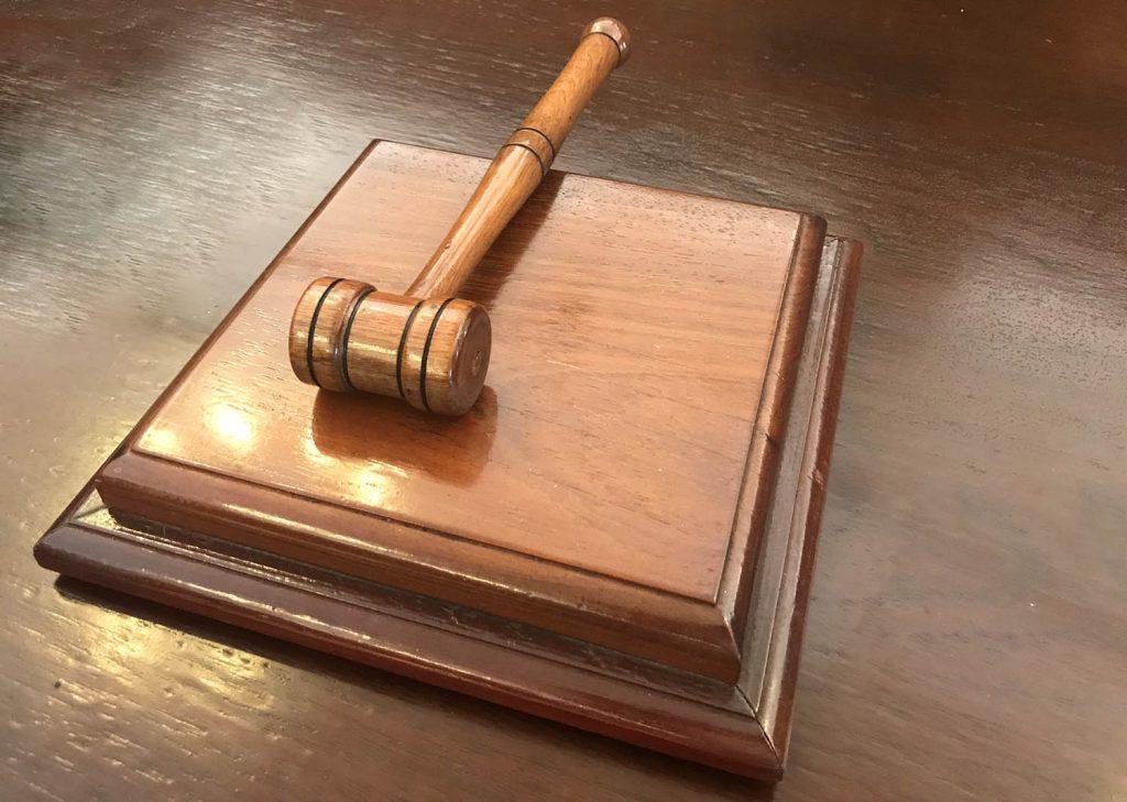 15 jaar cel voor Curaçaos stel dat Nederlandse stagiaire van de rots gooide