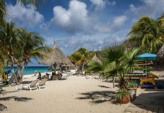 Buiten Europa alleen Aruba, Bonaire, Curaçao en Sint Maarten code geel