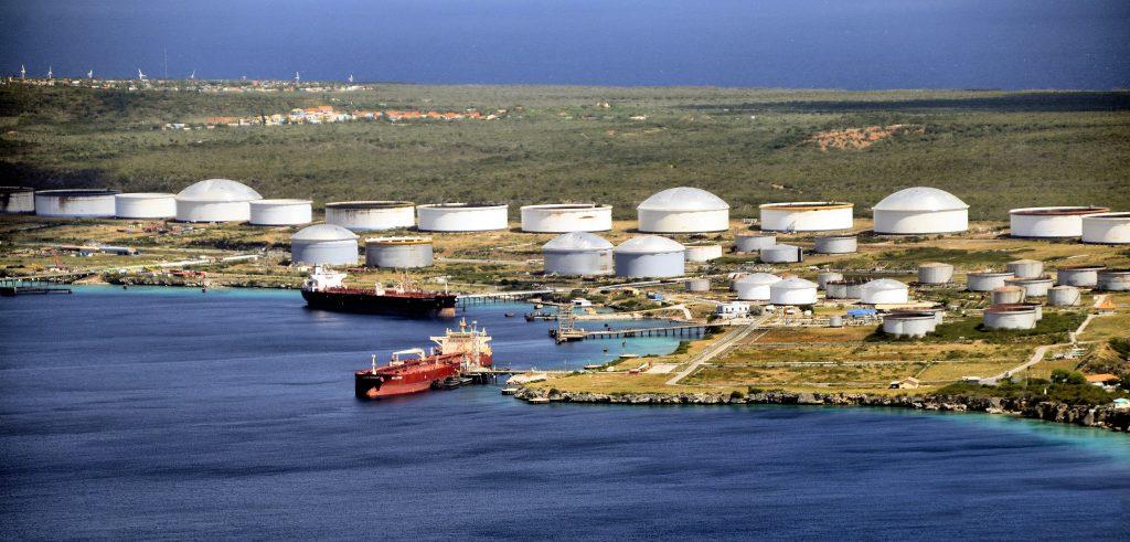 Raffinaderij Curaçao mogelijk geëxploiteerd door lokale groep