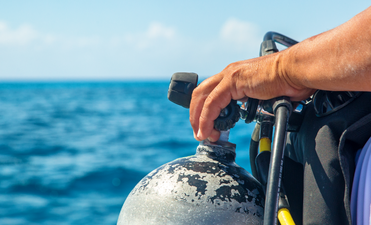 Agenten op Bonaire brengen duiker in nood in veiligheid