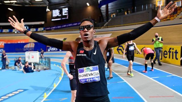 Liemarvin Bonevacia schrijft geschiedenis, recordtijd 400 meter