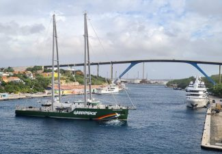 Rainbow Warrior Greenpeace op Curaçao
