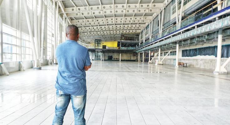 Vertrekhal Sint Maartense luchthaven eindelijk schimmel- en rommelvrij