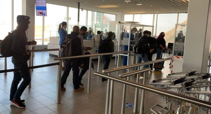 KLM laat 11 passagiers naar Curaçao in Nederland achter vanwege coronadocumenten