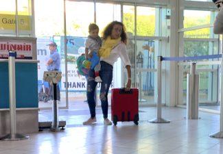 Premier Jacobs bezorgd om relatie met Nederland vanwege luchthaven en coronasteun