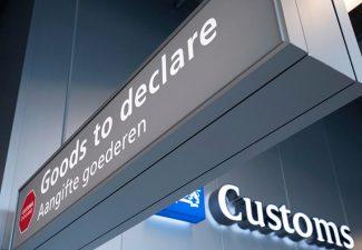 Zelftest op Nederlandse luchthavens voor terugkerende reizigers