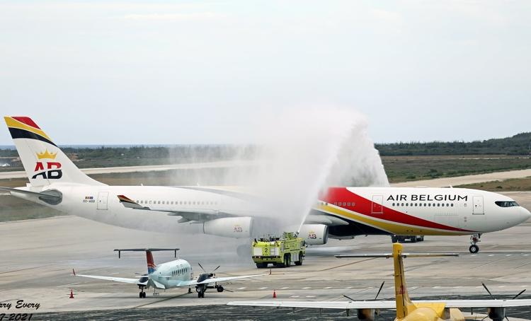 Eerste toestel Air Belgium geland op Curaçao