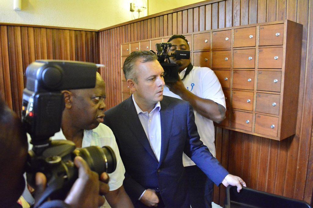 Oud-premier Curaçao Gerrit Schotte moet twee miljoen gulden betalen