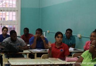 Coronamaatregelen op Curaçao met drie weken verlengd: overheid roept jongeren op voor vaccinatie