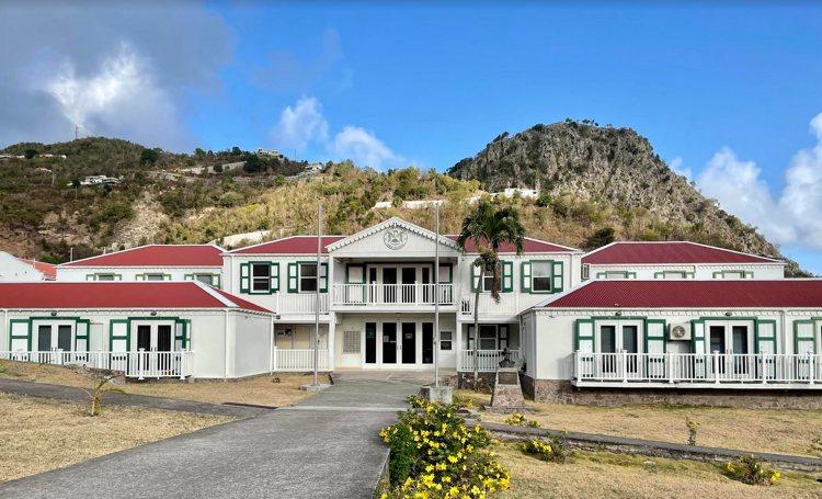 Saba presenteert weer uitgeklede begroting